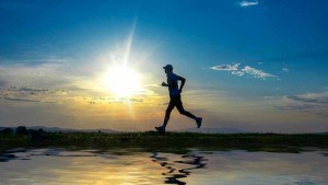 Man-running-exercising-by-lake-fitness-16x9