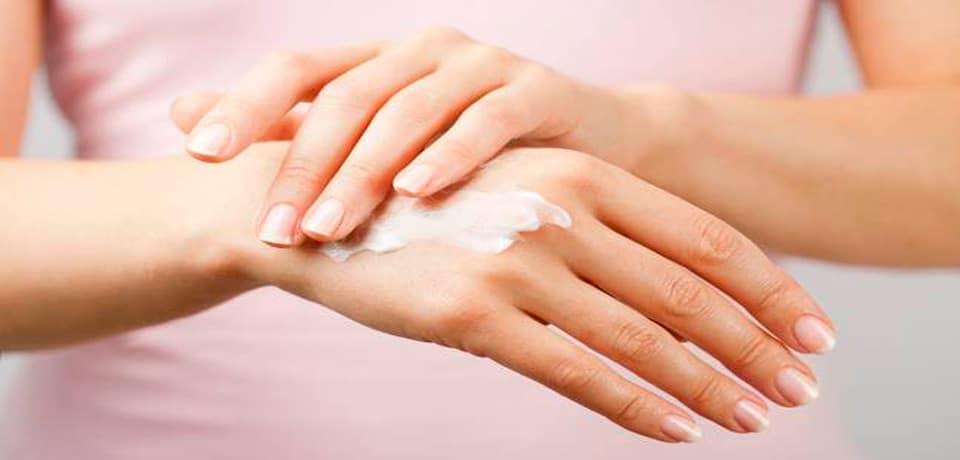 ¿Usas mucho alcohol gel en tus manos? Nueve opciones para hidratarlas